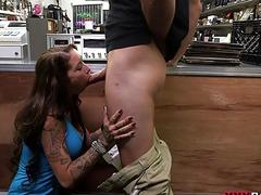 Amateur babe convinced to fuck pawn guy