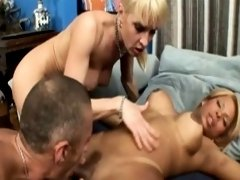 Creamed ts gets a blowjob while assfucking
