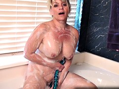 Amateur cougar uses a toy for full body orgasm