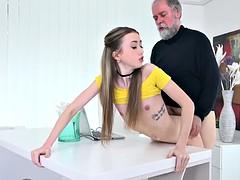 Beautiful vlada splits her long legs