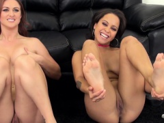 Mia Austin pussylicked during les webcamshow