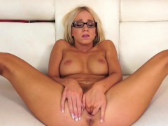 Nerdy slut Kiara Lord rubs her smooth twat