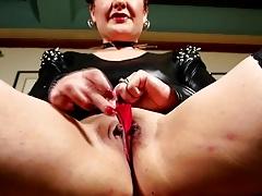 Kinky American lady fingering herself