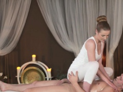 Masseuse cocksucking client before riding