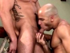 Tattoo bodybuilder bound with cumshot