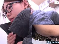 Kinky japanese pee public