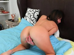 Portia Harlow Licks the Pussy Juices Off her Fingers