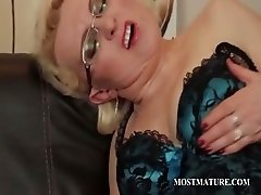 Mature in stockings rubs pink twat