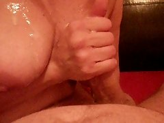 homemade amateur handjob cumshot on boobs tits
